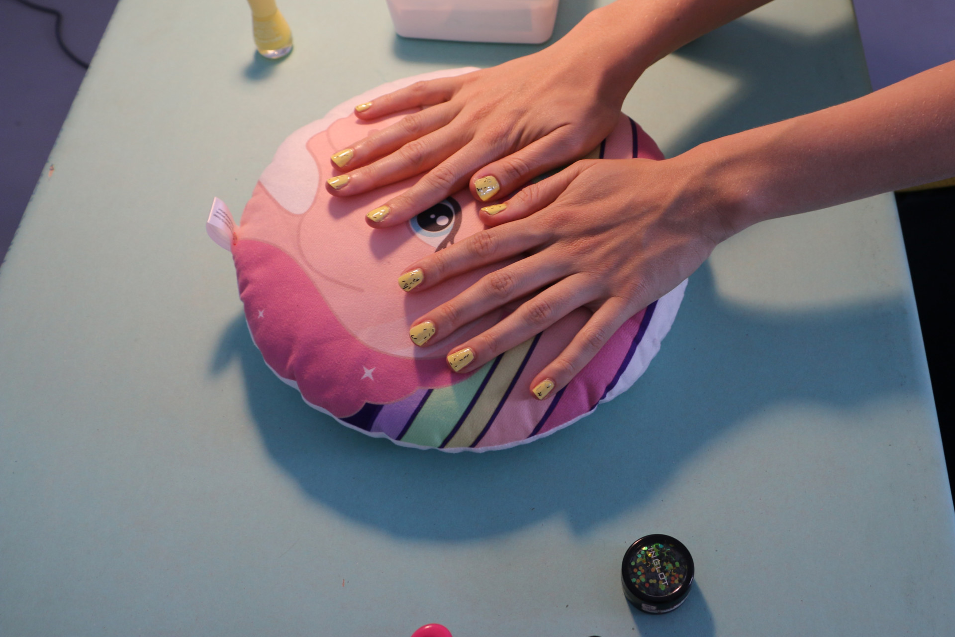 Membrane Nails am Bahnhof organised // curated // staged by Natalija Paunic